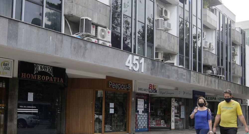 Comércio da cidade do Rio de Janeiro funciona com restrições.