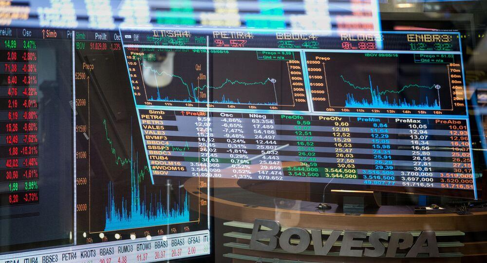 Gráfico das flutuações dos índices de mercado no pregão da BM & F Bovespa Bolsa de Valores de São Paulo (arquivo)
