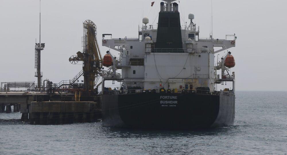 Petroleiro iraniano em porto na Venezuela