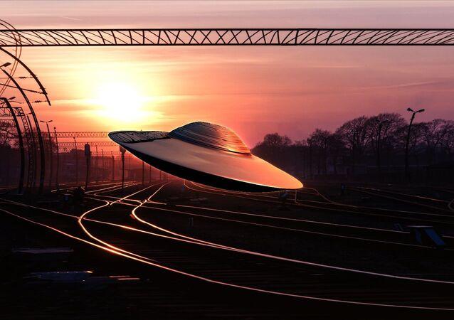 Impressão artística de OVNI sobre linha ferroviária