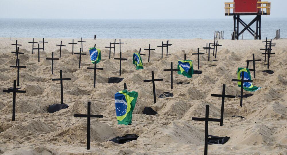 A Organização não Governamental (ONG) Rio de Paz faz protesto com o propósito de chamar atenção para o elevado número de mortes provocadas pelo novo coronavírus e para a má gestão no enfrentamento da crise gerada pela COVID-19.