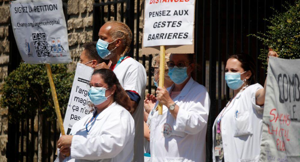 Médicos franceses pedem mais respeito ao uso da máscara