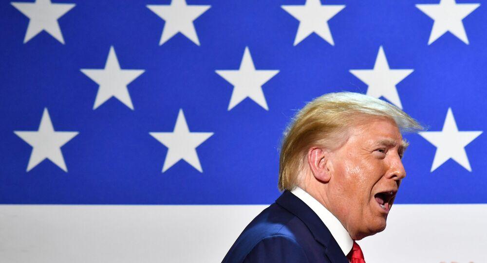 Presidente dos EUA, Donald Trump, participa de mesa redonda na cidade de Dallas, Texas, 11 de junho de 2020