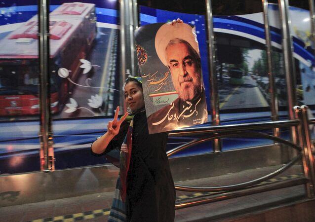 Uma apoiante do presidente iraniano Hassan Rohani em Teerã