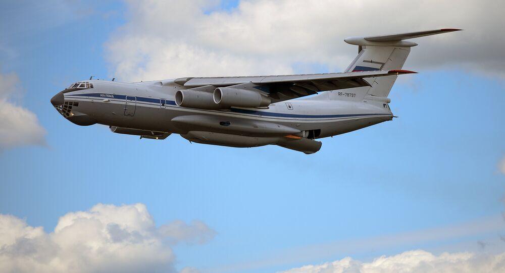 Avião militar russo Il-76 (foto de arquivo)