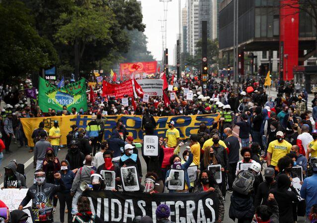 Manifestação contra o racismo na Avenida Paulista, em São Paulo. Foto de 14 de junho de 2020.