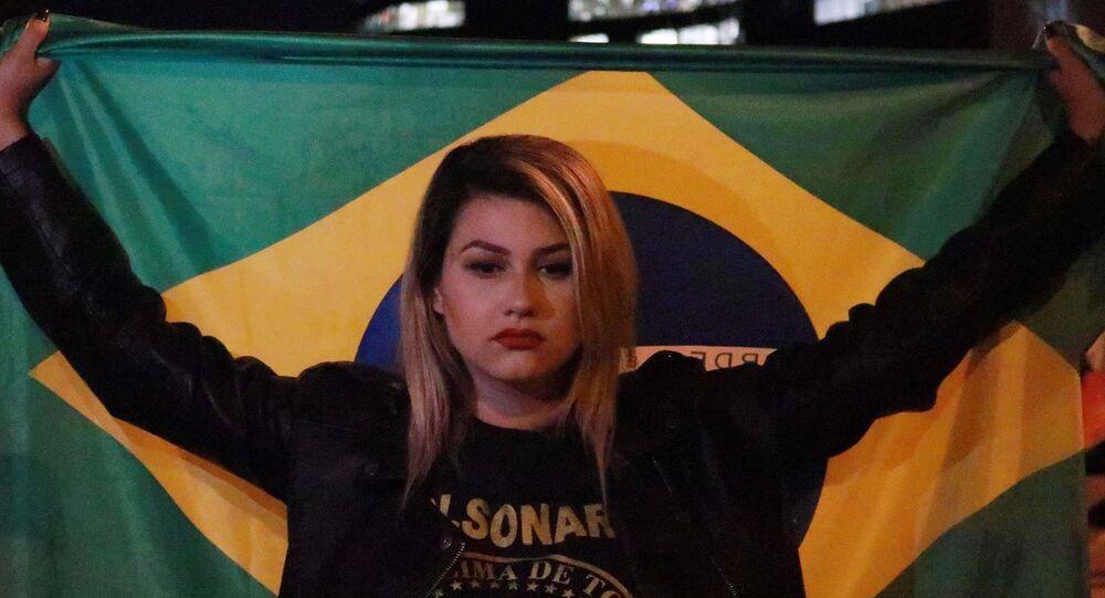 Ativista Sara Winter em manifestação a favor de Bolsonaro