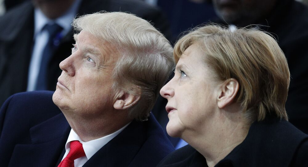 Presidente dos EUA, Donald Trump, e a chanceler alemã Angela Merkel, durante cerimônia em Paris, França, 11 de novembro de 2018