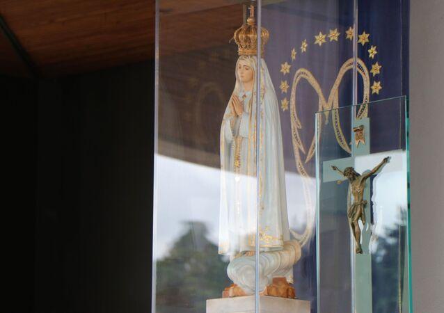 Feita com madeira do Brasil, imagem de Nossa Senhora de Fátima completa cem anos em junho de 2020