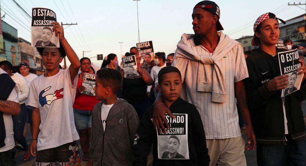 Protesto contra a morte do jovem negro Guilherme Silva Guedes, de 15 anos, em São Paulo, em 16 de junho de 2020
