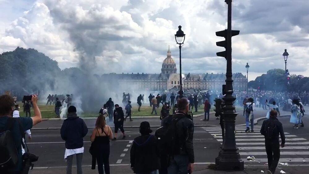 Agentes da saúde francesa fazem manifestação em Paris por melhores condições de trabalho