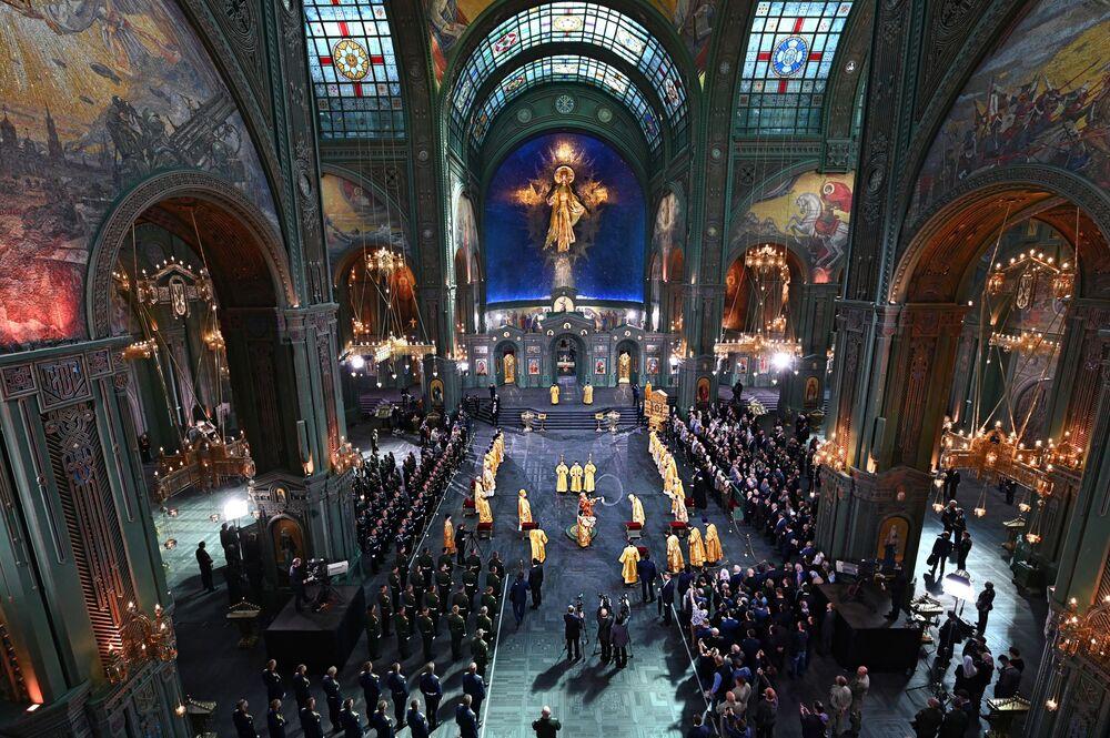 Missa de consagração do principal templo ortodoxo das Forças Armadas da Rússia no parque Patriot, na região de Moscou