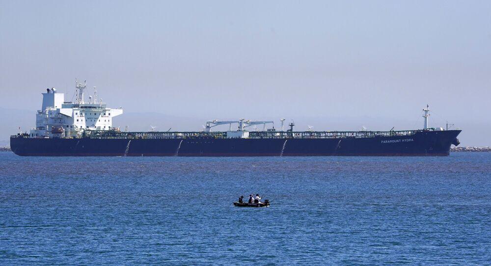 Navio-tanque trafegando pela costa da Califórnia (foto de arquivo)