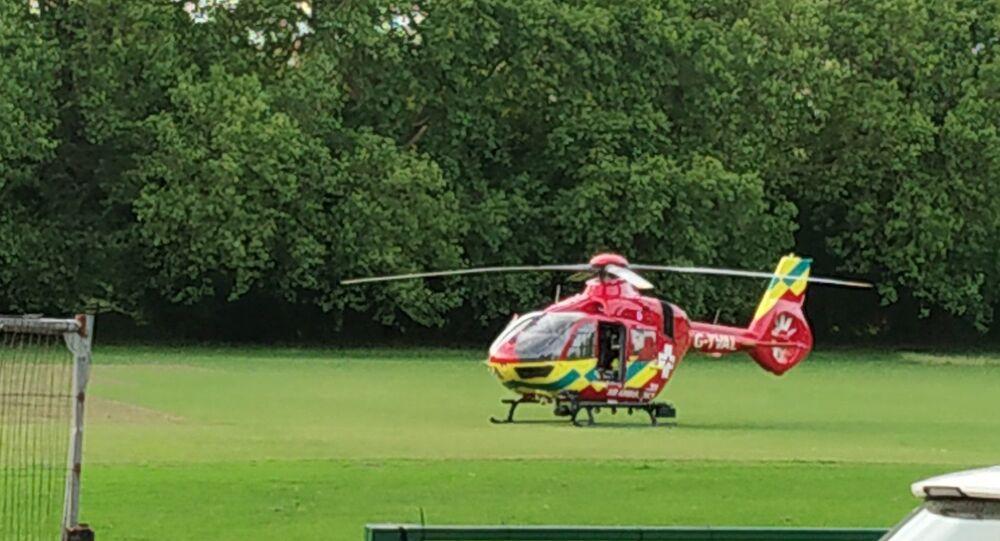 Helicóptero médico em Forbury Garden, Reading