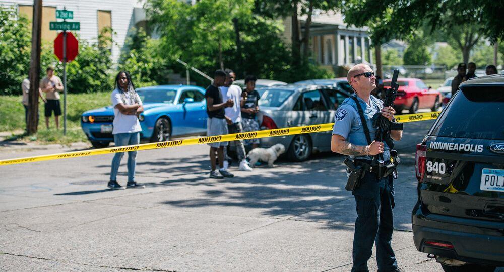 Policial de Minneapolis em cena de crime (foto de arquivo)