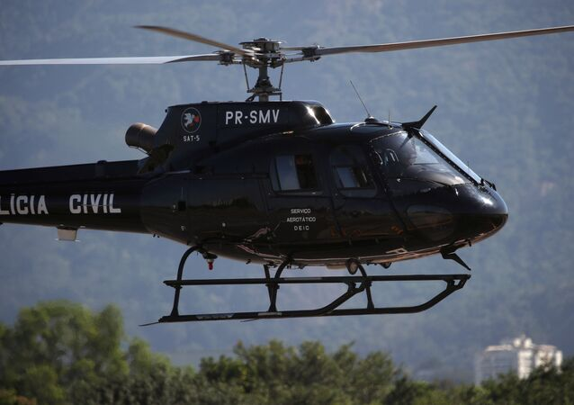 Fabrício Queiroz chega em helicóptero no Aeroporto de Jacarepaguá, no Rio de Janeiro, após ser preso em Atibaia. Foto de 18 de junho de 2020.