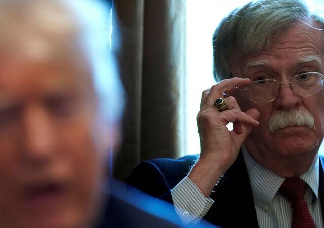 John Bolton, conselheiro de Segurança Nacional, durante reunião de Donald Trump com gabinete na Casa Branca em Washington D.C., EUA, 9 de abril de 2018