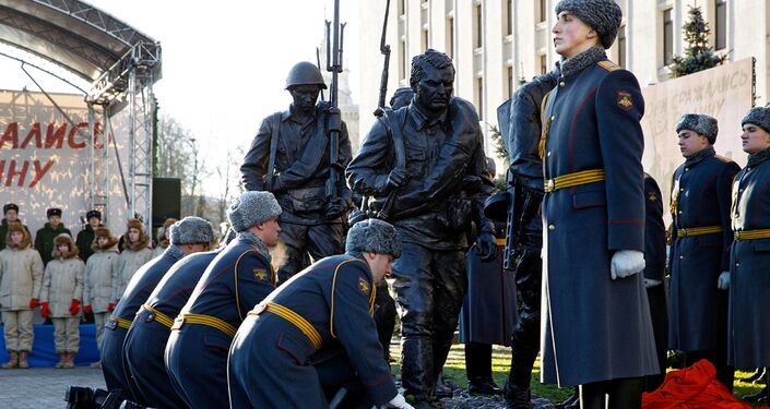 Soldados russos durante cerimônia de inauguração do monumento em homenagem aos personagens do filme Eles Lutaram pela Pátria, em Moscou, 30 de novembro de 2016