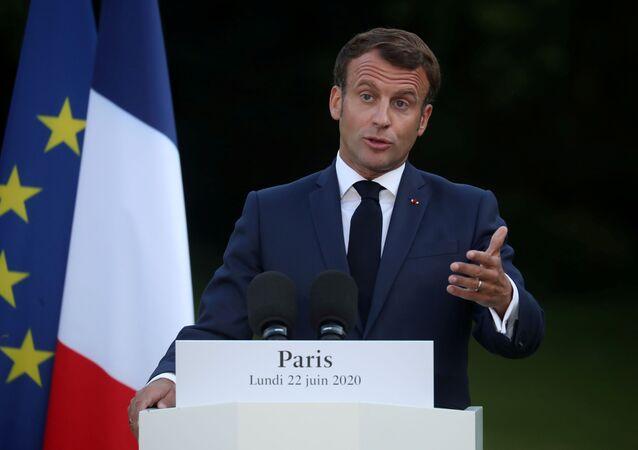 O presidente francês Emmanuel Macron durante uma coletiva de imprensa conjunta com o presidente tunisiano Kais Saied (não fotografado) após sua reunião no Palácio Elysee em Paris, França, 22 de junho de 2020