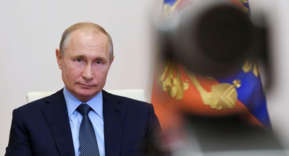Presidente da Rússia, Vladimir Putin, durante reunião por videoconferência com agentes de saúde, em Moscou, 20 de junho de 2020