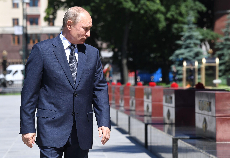 Presidente da Rússia, Vladimir Putin, visita monumentos em homenagem às cidades-heróis da Segunda Guerra Mundial, em Moscou, 22 de junho de 2020
