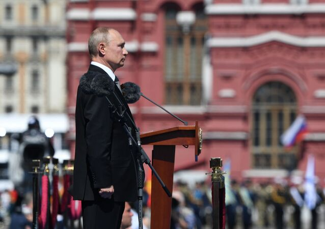 Presidente da Rússia, Vladimir Putin, durante o minuto de silêncio na Praça Vermelha