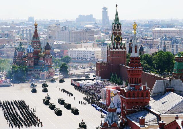Parada militar em celebração ao fim da Grande Guerra pela Pátria