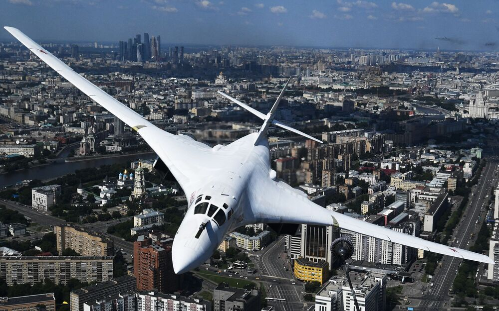 Bombardeiro estratégico Tu-160 participa da Parada Militar dos 75 anos do fim da Grande Guerra pela Pátria