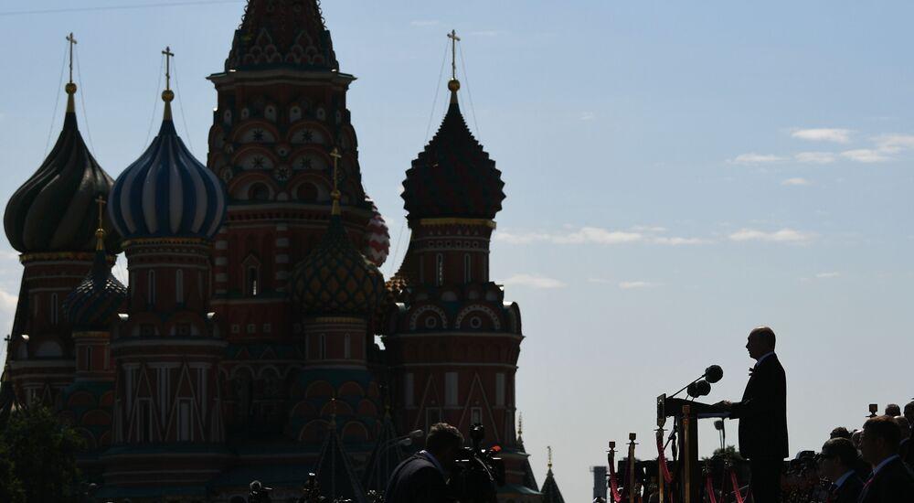 Presidente da Rússia Vladimir Putin participa das comemorações pelo 75º aniversário do fim da Grande Guerra pela Pátria