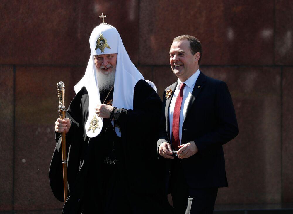 Vice-presidente do Conselho de Segurança da Federação da Rússia Dmitry Medvedev e o patriarca de Moscou Kirill na Parada da Vitória em Moscou