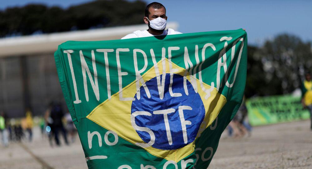 Apoiador do presidente Jair Bolsonaro em protesto durante a pandemia de coronavírus. Foto de 31 de maio de 2020.