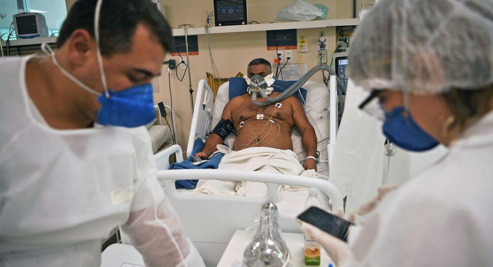 Paciente com COVID-19 é tratado no Hospital Oceânico em Niterói, na Região Metropolitana do Rio de Janeiro