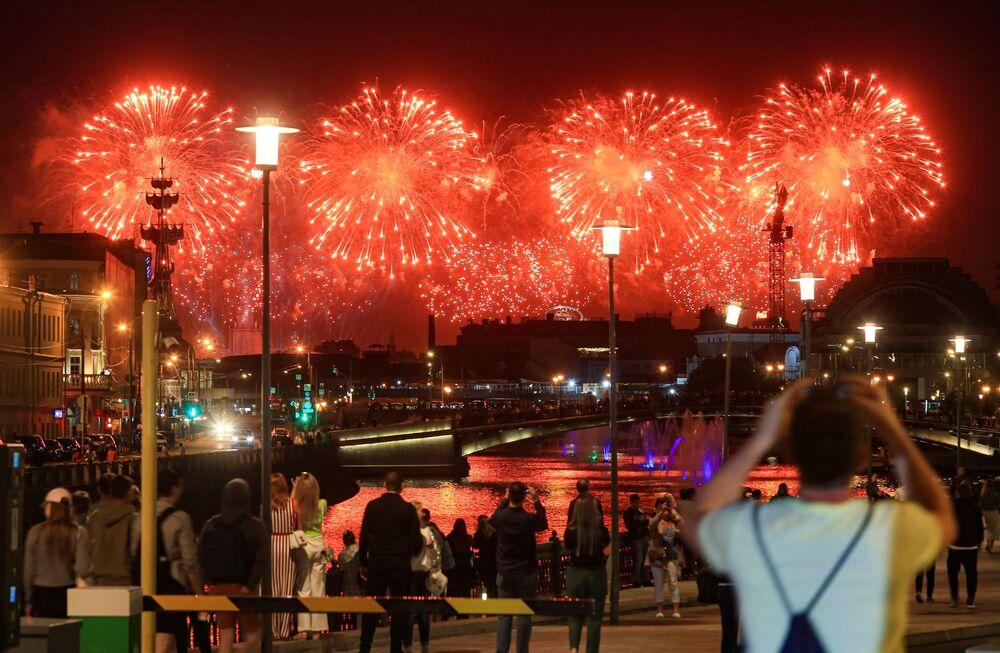 Fogos de artifício fazem parte da celebração dos 75 anos da Vitória na Grande Guerra pela Pátria, em Moscou