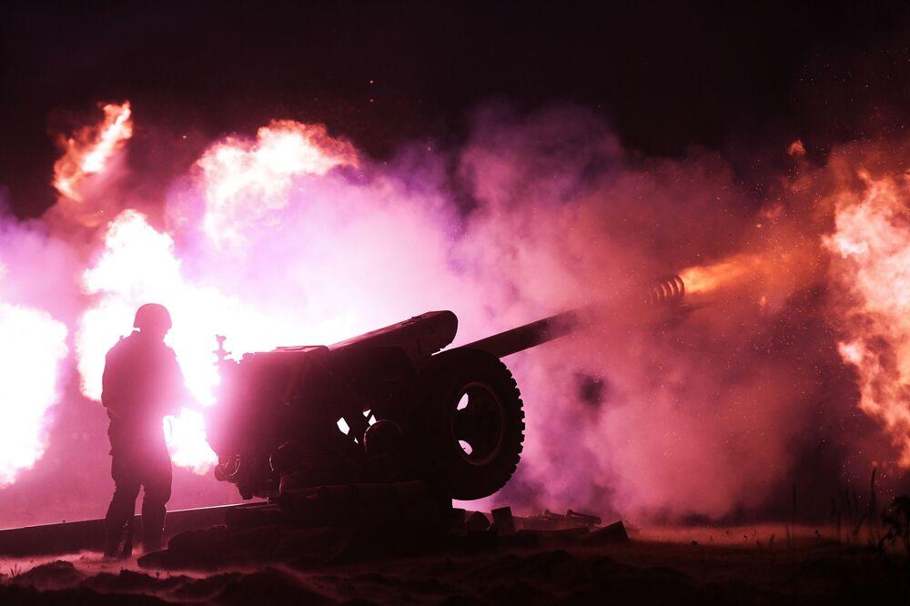 Salva de tiros às margens do rio Ob marcam os 75 anos do Dia da Vitória em Novossibirsk