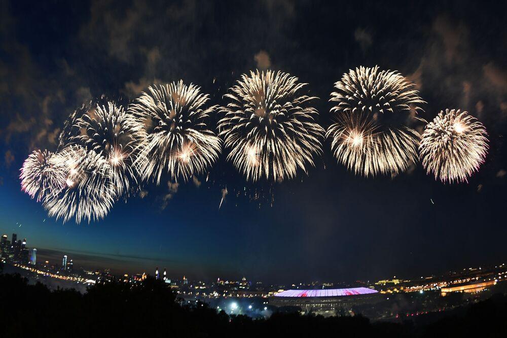 Fogos de artifício marcam os 75 anos do Dia da Vitória em Moscou