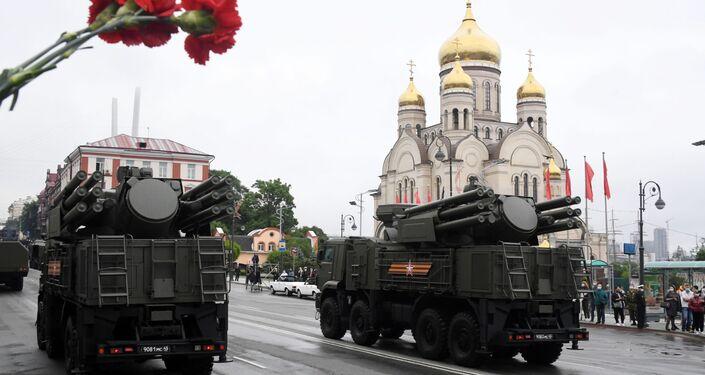 Sistemas de defesa antiaérea Pantsir-S1 na Parada dos 75 anos da Vitória em Vladivostok, Rússia