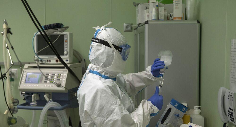 Médico da UTI no Centro Clínico Federal de Alta Tecnologia Médica, hospital especializado para pacientes de COVID-19, pertencente à Agência Federal Médica e Biológica da Rússia