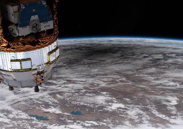 Sombra na superfície da Terra de eclipse solar anular vista a partir da Estação Espacial Internacional (EEI)