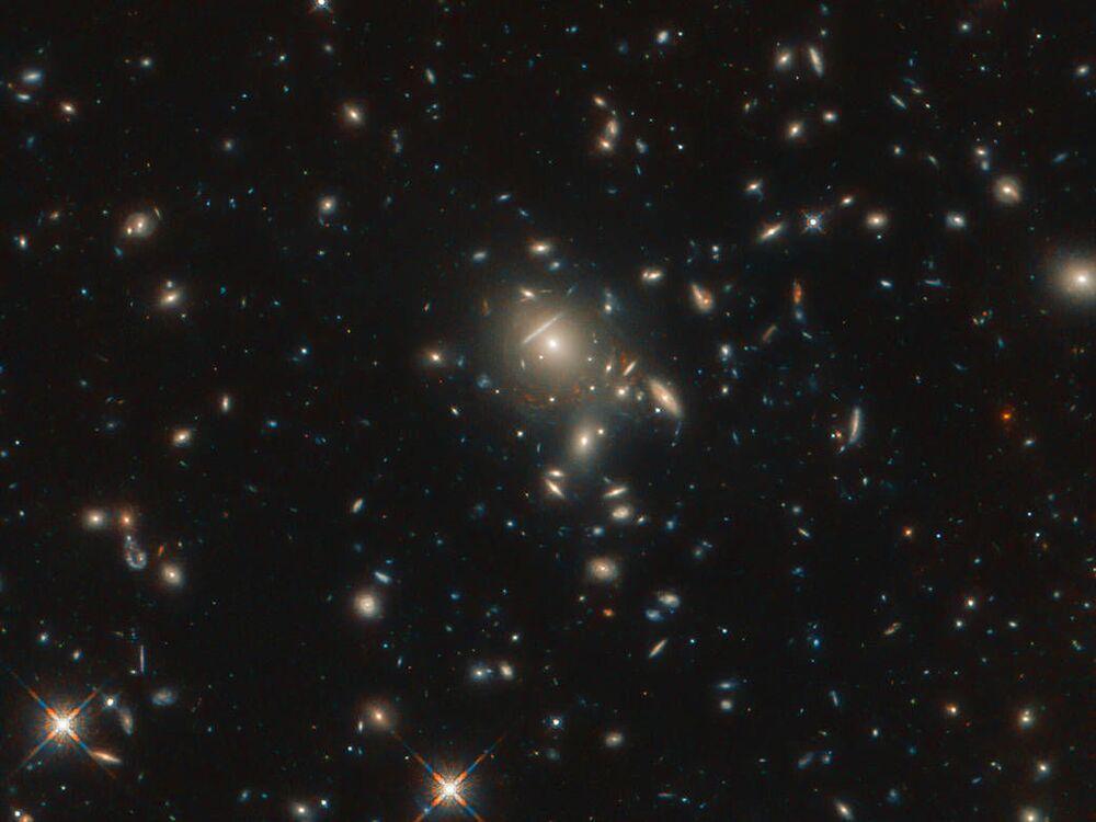 Galáxia PLCK G045.1 + 61.1 fotografada pelo telescópio Hubble