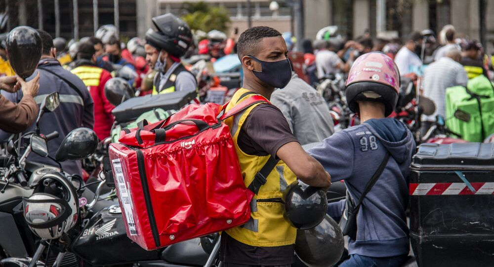 Entregadores de aplicativos protestos pelas ruas de Belo Horizonte solicitando aumento do repasse aos entregadores, suspensão dos bloqueios aleatórios e auxílio financeiros das empresas em caso de trabalhadores acidentados ou contaminados pela Covid-19. Foto de 1 julho de 2020.