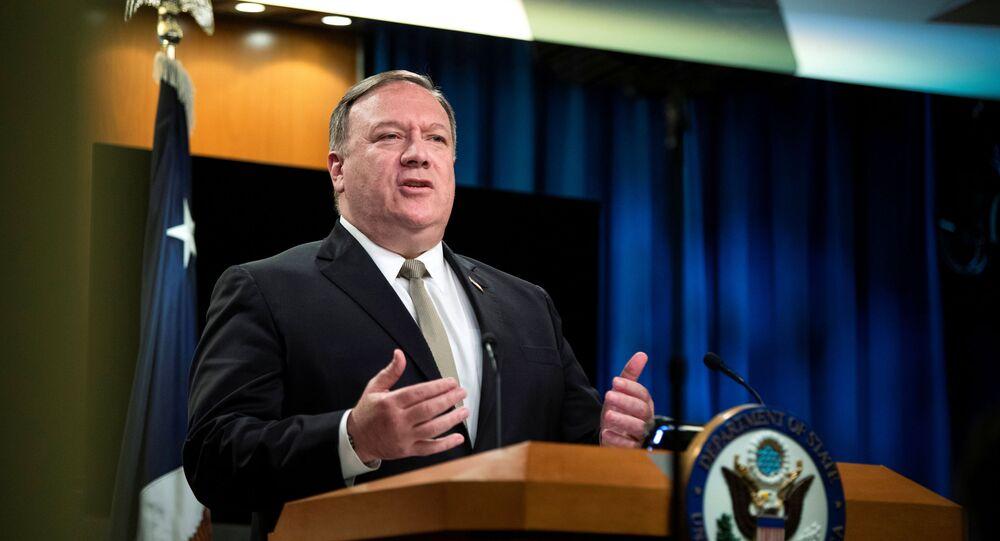 Secretário de Estado dos EUA, Mike Pompeo, fala durante uma coletiva de imprensa no Departamento de Estado em Washington, EUA, 1º de julho de 2020