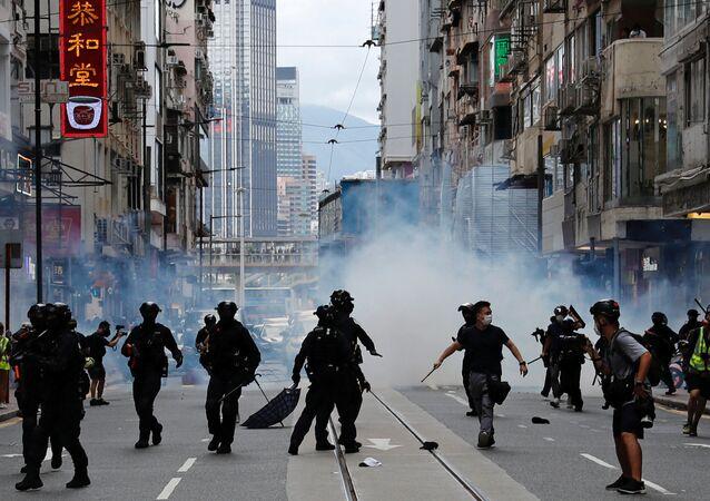 Polícia entra em confronto com manifestantes contrários à lei de Segurança Nacional em Hong Kong (arquivo)