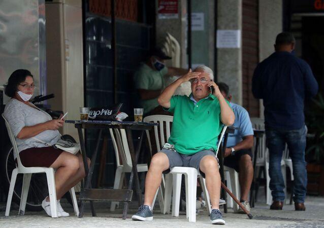 Bar reaberto no Rio de Janeiro durante pandemia de coronavírus. Foto de 2 de julho de 2020.