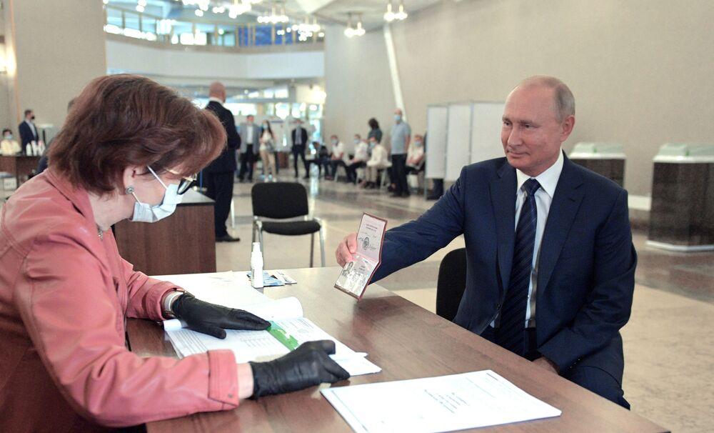 Presidente da Federação da Rússia, Vladimir Putin, durante votação das emendas constitucionais