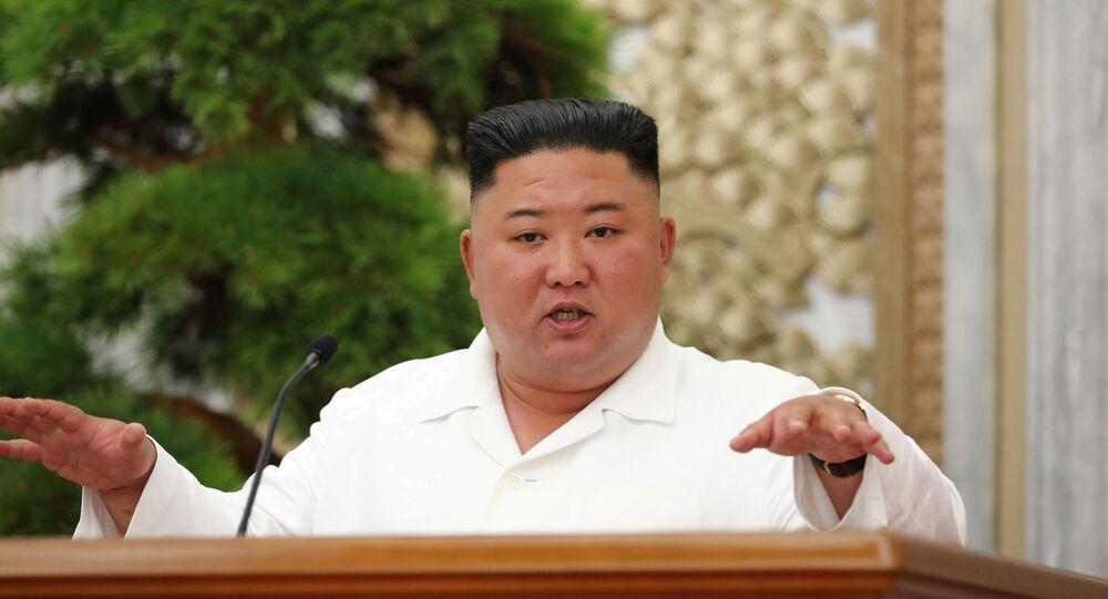 Líder norte-coreano Kim Jong-un durante reunião, 2 de julho de 2020