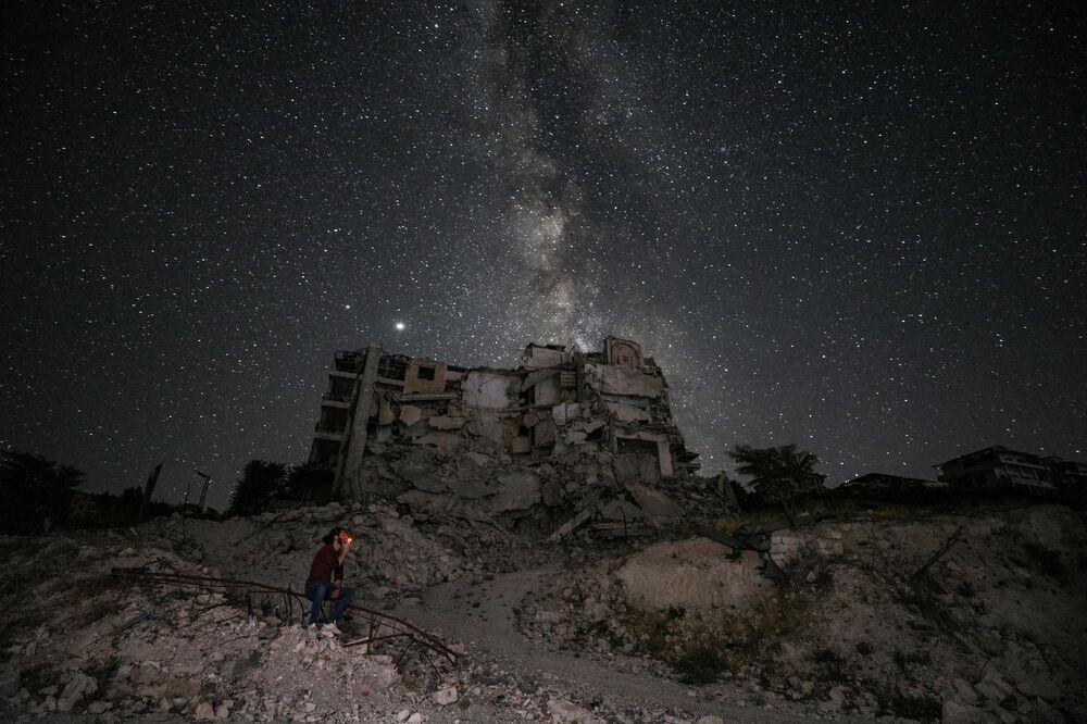 Edifícios destruídos por bombardeamentos na província síria de Idlib