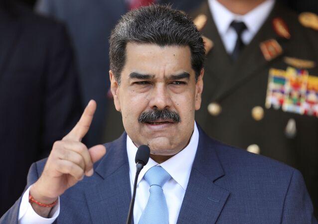 O presidente da Venezuela, Nicolás Maduro, fala durante uma coletiva de imprensa no Palácio Miraflores em Caracas, Venezuela, 12 de março de 2020