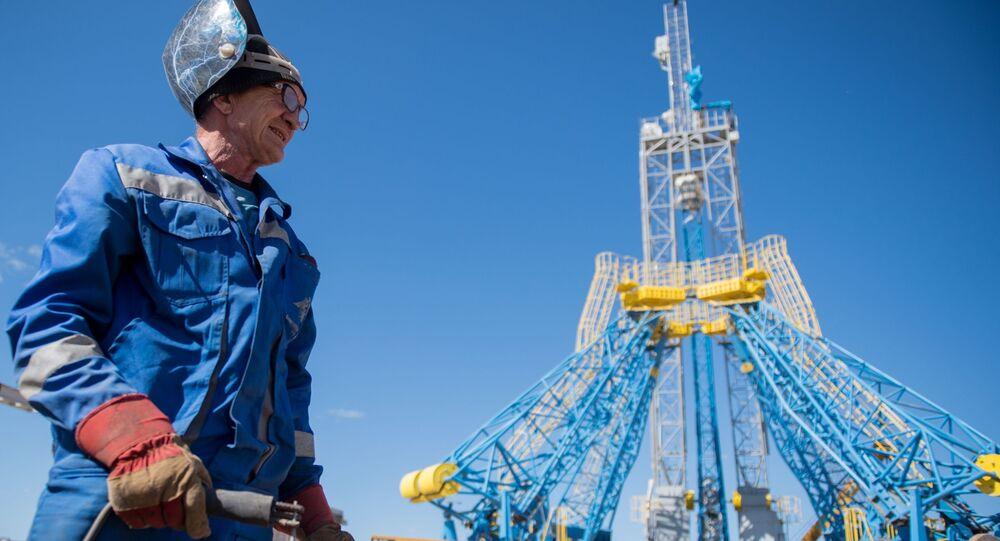 Um trabalhador no local da construção do cosmódromo Vostochny na região de Amur.