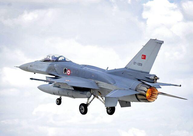 Caza F-16 de la Fuerza Aérea Turca