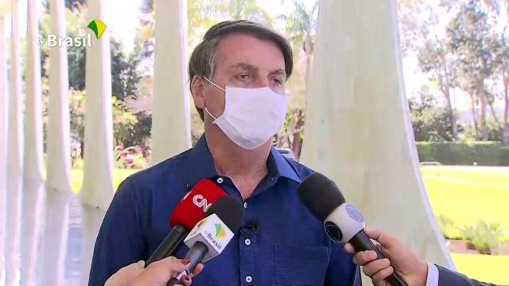 Presidente Jair Bolsonaro durante entrevista na qual informou estar infectado com o novo coronavírus, em Brasília, 7 de julho de 2020
